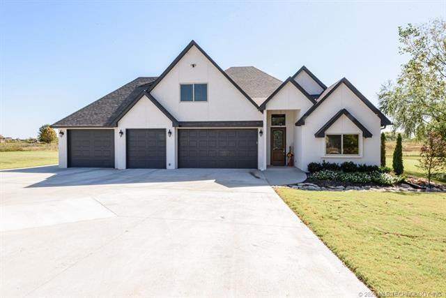 25327 Stonebridge Parkway, Claremore, OK 74019 (MLS #2037089) :: 580 Realty