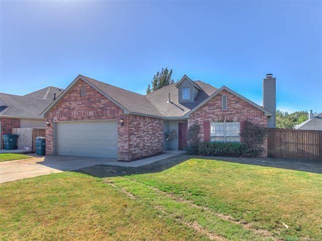5330 Redbud Drive, Sand Springs, OK 74063 (MLS #2037406) :: Hometown Home & Ranch