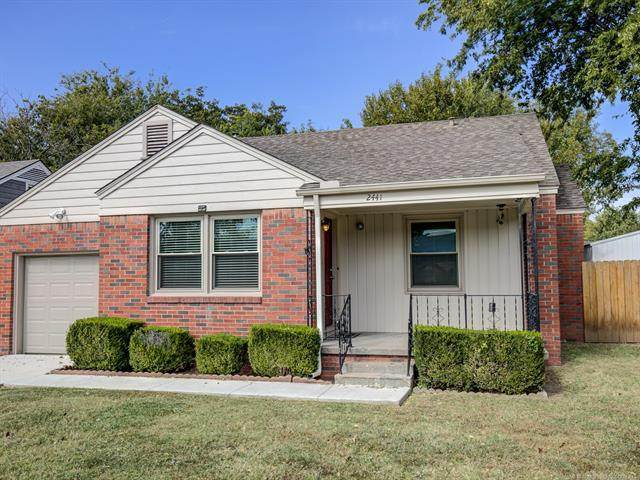 2441 E 4th Street, Tulsa, OK 74104 (MLS #2037894) :: 918HomeTeam - KW Realty Preferred