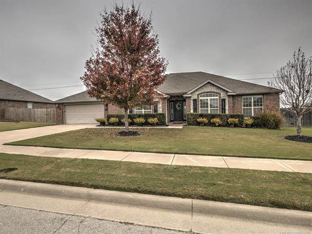 5518 Ashbrook Drive, Bartlesville, OK 74006 (MLS #2038341) :: 580 Realty