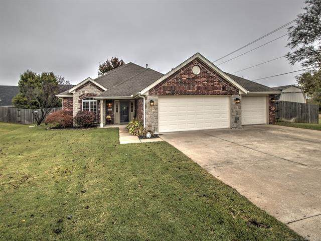 2008 Milford Drive, Bartlesville, OK 74006 (MLS #2038380) :: 580 Realty