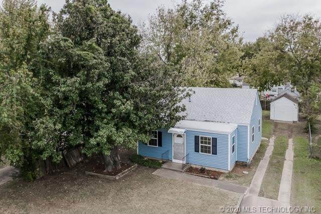 4060 E 22nd Place, Tulsa, OK 74114 (MLS #2038639) :: Hometown Home & Ranch