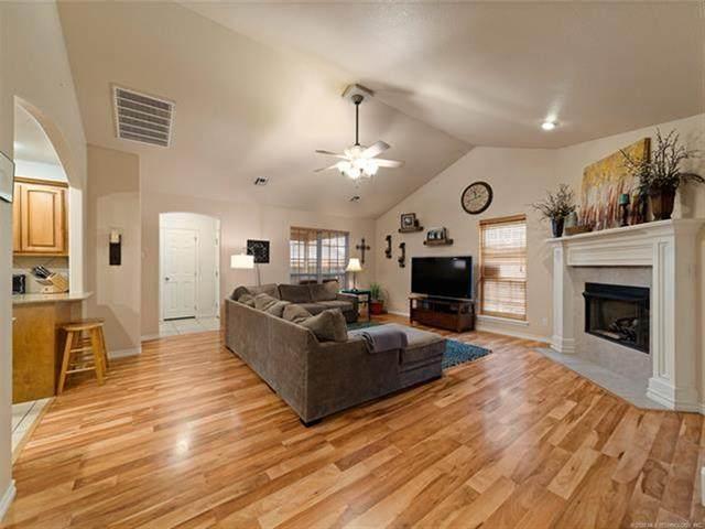 2701 Highwood Drive, Claremore, OK 74017 (MLS #2039036) :: Active Real Estate