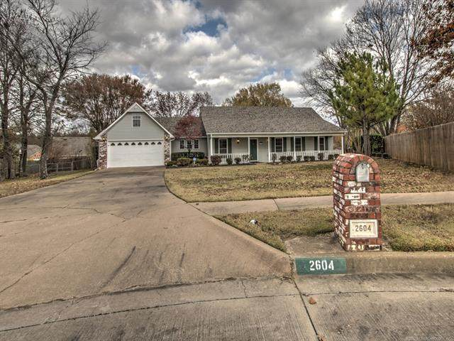 2604 High Circle, Claremore, OK 74017 (MLS #2040276) :: Hometown Home & Ranch