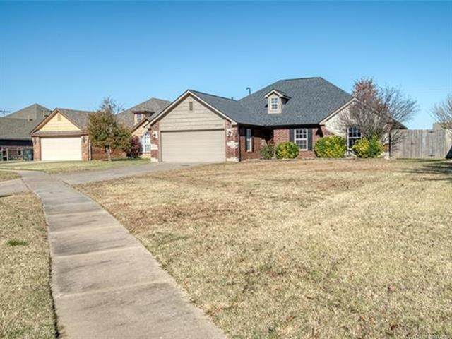 10777 E 122nd Court N, Collinsville, OK 74021 (MLS #2041134) :: Hometown Home & Ranch