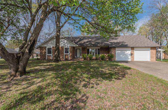 1616 S Vann Street, Pryor, OK 74361 (MLS #2041207) :: Hopper Group at RE/MAX Results