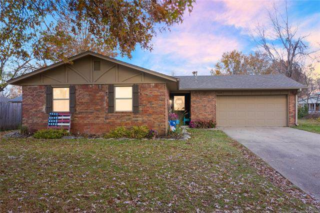 1108 W Will Rogers Court, Claremore, OK 74017 (MLS #2042075) :: RE/MAX T-town