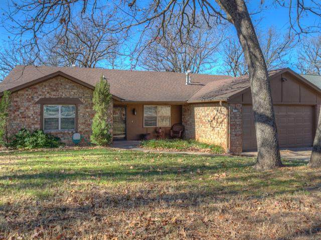 3108 S Nassau Avenue, Sand Springs, OK 74063 (MLS #2042384) :: 918HomeTeam - KW Realty Preferred