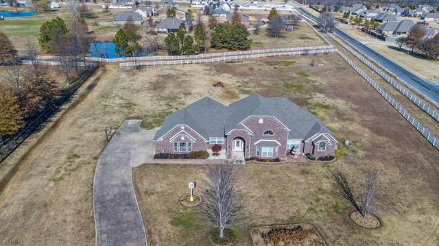 16015 E 112th Street North, Owasso, OK 74055 (MLS #2042403) :: Hopper Group at RE/MAX Results