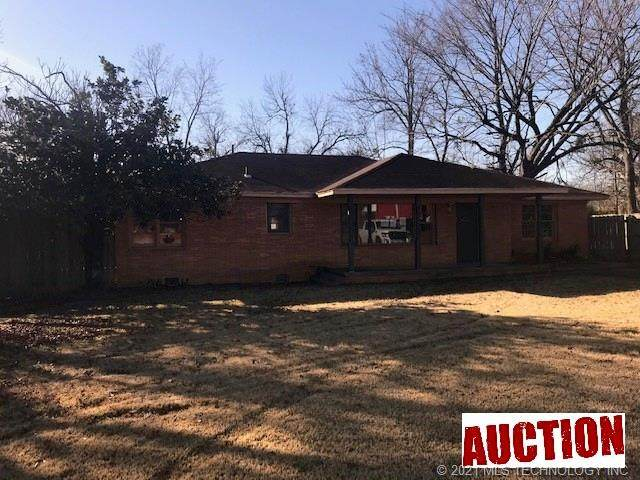 906 E Jackson Street, Hugo, OK 74743 (MLS #2043592) :: House Properties