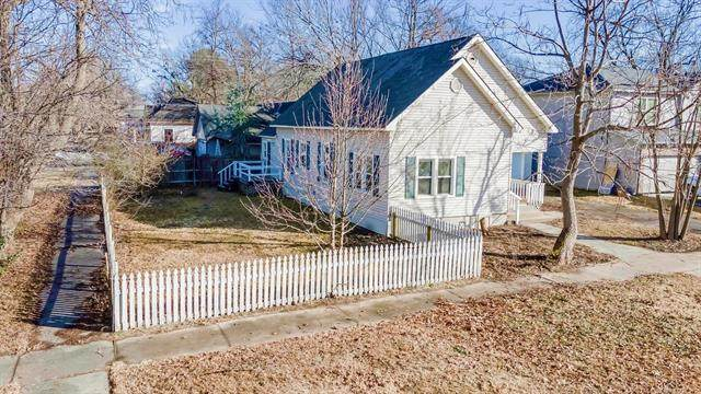 302 E 4th Street, Claremore, OK 74017 (MLS #2100037) :: Hopper Group at RE/MAX Results