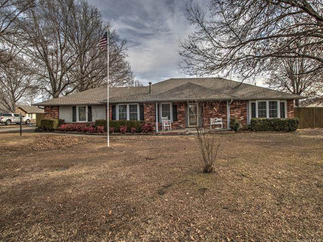 9206 E Mulberry Lane, Claremore, OK 74019 (MLS #2101406) :: Hopper Group at RE/MAX Results