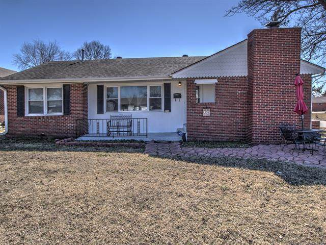 3305 SE Kentucky Street, Bartlesville, OK 74006 (MLS #2105887) :: House Properties