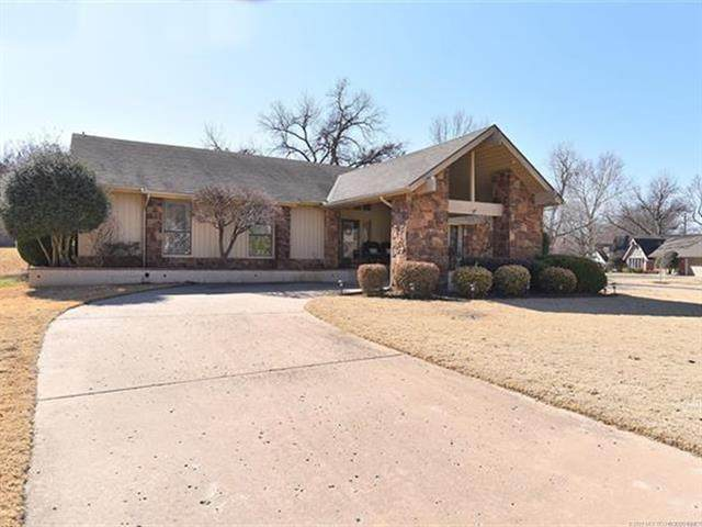 8205 S Quebec Avenue, Tulsa, OK 74137 (MLS #2106020) :: House Properties