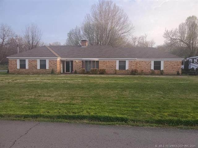 310 E Ash, Wilburton, OK 74578 (MLS #2109352) :: Owasso Homes and Lifestyle