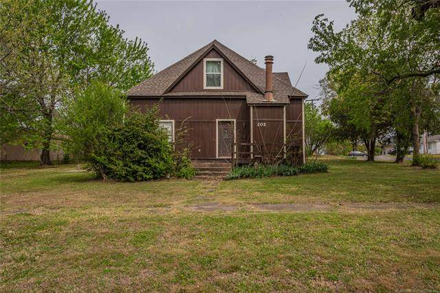 202 N Harrill Avenue, Wagoner, OK 74467 (#2110064) :: Homes By Lainie Real Estate Group