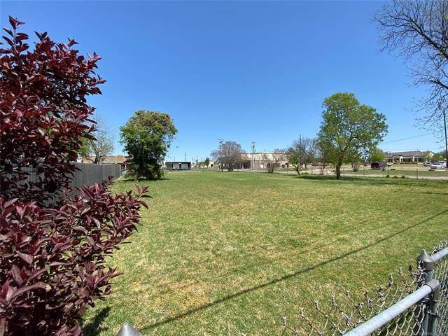 1021 M. Street NW, Ardmore, OK 73401 (MLS #2110187) :: 918HomeTeam - KW Realty Preferred