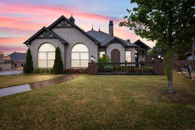 3604 S Redwood Drive, Broken Arrow, OK 74011 (MLS #2112114) :: Owasso Homes and Lifestyle