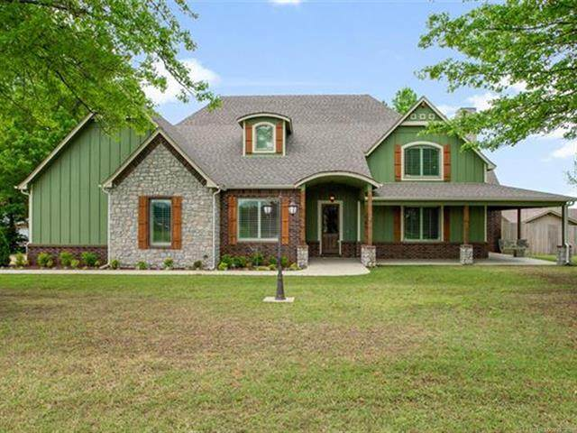1210 SW 20th Street, Wagoner, OK 74467 (#2112464) :: Homes By Lainie Real Estate Group