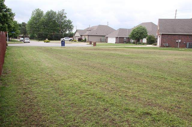 1116 Circle Drive, Broken Arrow, OK 74012 (MLS #2112860) :: 918HomeTeam - KW Realty Preferred