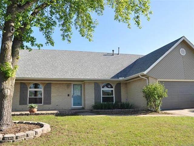 2028 W Louisville Street, Broken Arrow, OK 74012 (#2113731) :: Homes By Lainie Real Estate Group