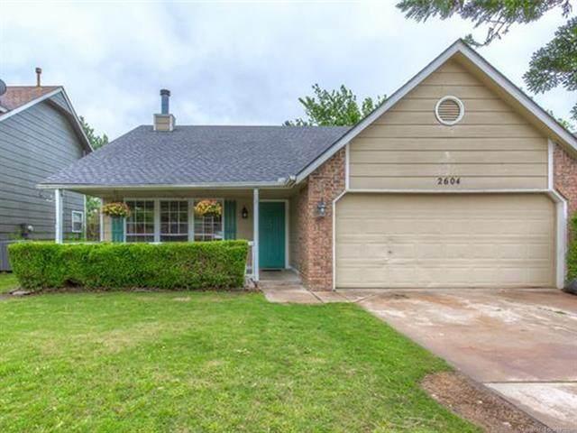 2604 S Oak Place, Broken Arrow, OK 74011 (#2113768) :: Homes By Lainie Real Estate Group