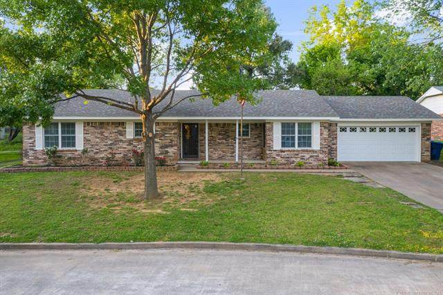 1006 E 13th Street, Claremore, OK 74017 (MLS #2113848) :: Owasso Homes and Lifestyle