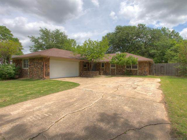 2219 S Hickory Place, Broken Arrow, OK 74012 (MLS #2114634) :: Hopper Group at RE/MAX Results