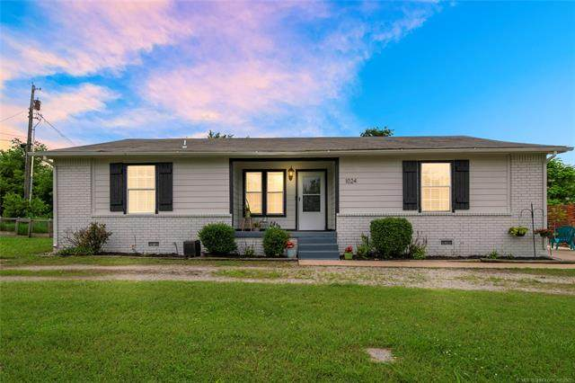 1024 W Johnson Street, Sapulpa, OK 74066 (MLS #2116933) :: 918HomeTeam - KW Realty Preferred