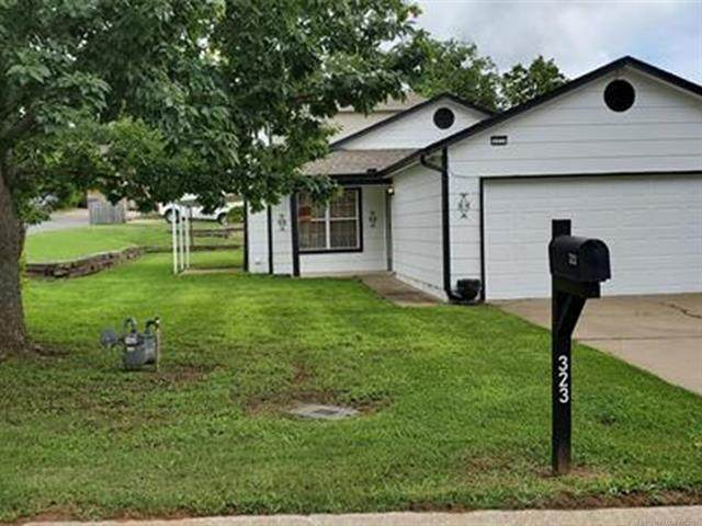 323 E 40th Place, Sand Springs, OK 74063 (MLS #2117039) :: 918HomeTeam - KW Realty Preferred