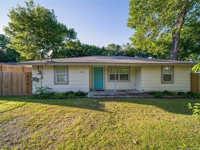 1206 W Haskell Street, Claremore, OK 74017 (MLS #2117510) :: Hopper Group at RE/MAX Results