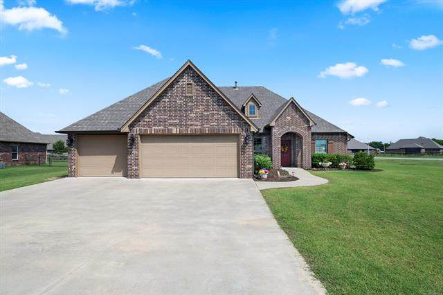 14203 N 63rd East Avenue, Collinsville, OK 74021 (MLS #2117875) :: Owasso Homes and Lifestyle