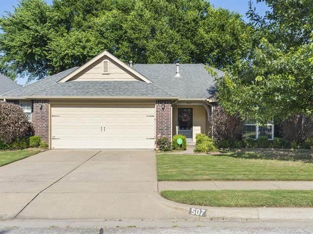 507 N Sycamore Street, Jenks, OK 74037 (MLS #2117930) :: 918HomeTeam - KW Realty Preferred