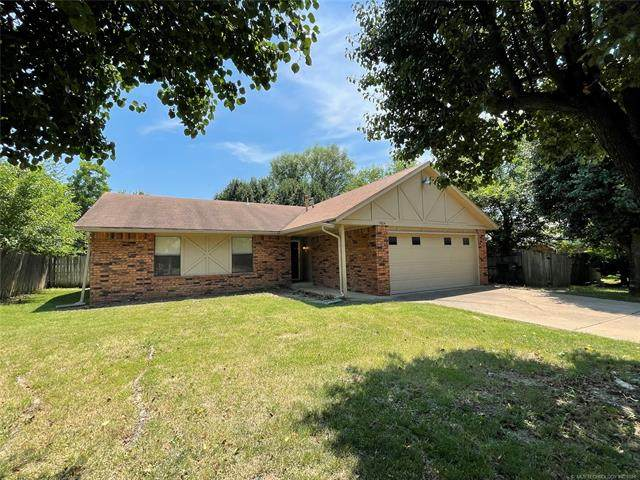 11804 E 83rd Street North, Owasso, OK 74055 (MLS #2119407) :: Hopper Group at RE/MAX Results