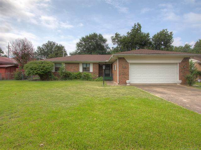 1726 E 9th Street, Okmulgee, OK 74447 (MLS #2120860) :: 918HomeTeam - KW Realty Preferred