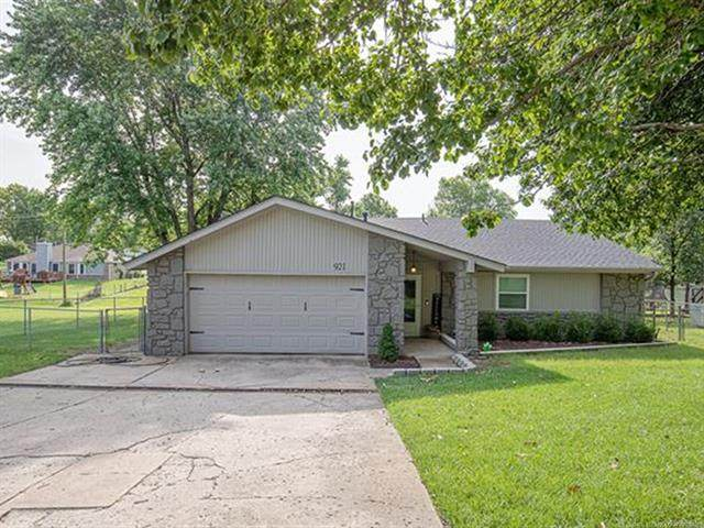 921 N 15th Street, Collinsville, OK 74021 (MLS #2122669) :: 918HomeTeam - KW Realty Preferred