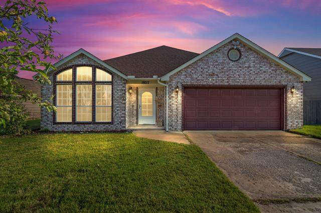 19717 E 38th Place S, Broken Arrow, OK 74014 (MLS #2122989) :: Hopper Group at RE/MAX Results