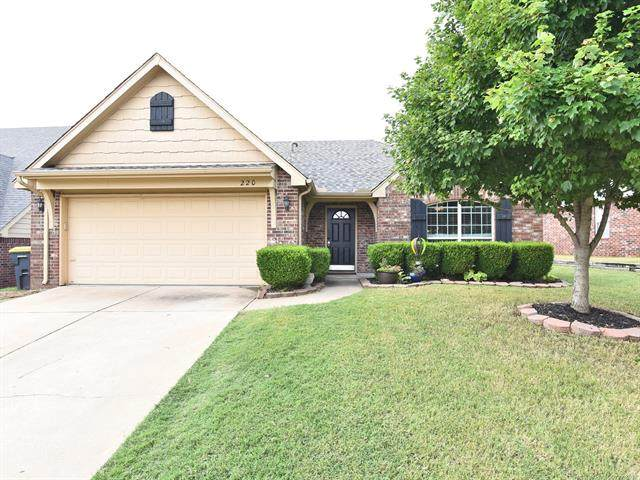 220 W 126th Street S, Jenks, OK 74037 (MLS #2123571) :: Hopper Group at RE/MAX Results
