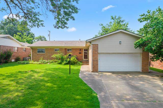 5118 E 30th Place, Tulsa, OK 74114 (MLS #2124113) :: 918HomeTeam - KW Realty Preferred