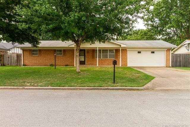 1116 Cottonwood Court, Pryor, OK 74361 (MLS #2127901) :: Owasso Homes and Lifestyle