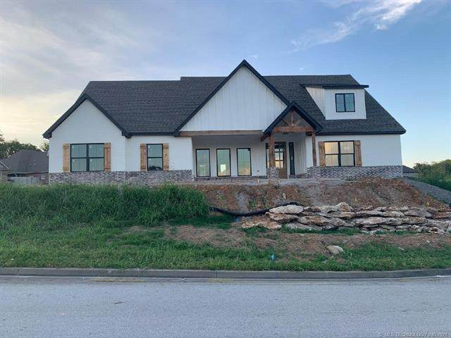 25143 S Shade Tree Place, Claremore, OK 74019 (MLS #2128371) :: 918HomeTeam - KW Realty Preferred