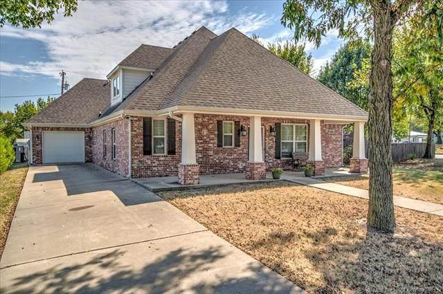 610 S Hickory Avenue, Bartlesville, OK 74003 (MLS #2132056) :: Active Real Estate