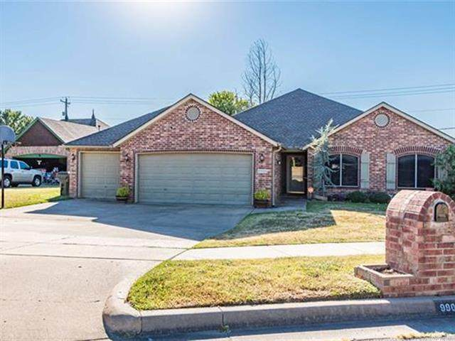 9900 N 114th East Avenue, Owasso, OK 74055 (MLS #2132960) :: Hopper Group at RE/MAX Results