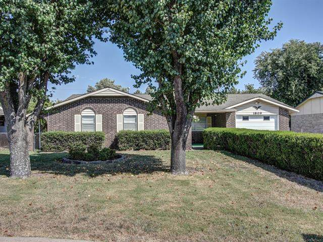 1809 Marvin Street, Tahlequah, OK 74464 (MLS #2133537) :: Owasso Homes and Lifestyle