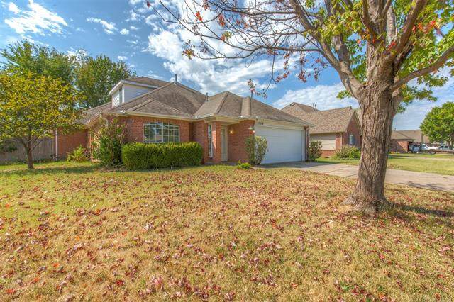19814 E 37th Place, Broken Arrow, OK 74014 (MLS #2133558) :: Hopper Group at RE/MAX Results