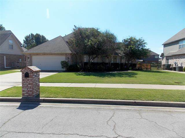 13422 E 90th Street North, Owasso, OK 74055 (MLS #2133923) :: Hopper Group at RE/MAX Results
