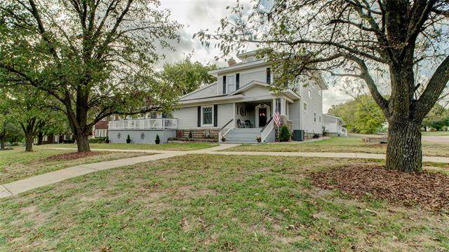 321 W Delaware Avenue, Nowata, OK 74048 (MLS #2135076) :: Hopper Group at RE/MAX Results