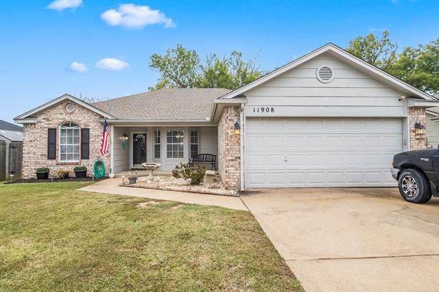 11908 S Gum Avenue, Jenks, OK 74037 (MLS #2136514) :: Hopper Group at RE/MAX Results
