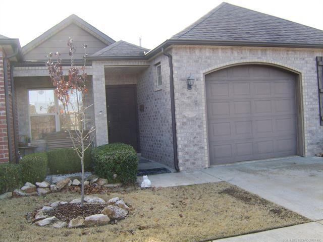 4270 Greentree Way 18C, Sand Springs, OK 74063 (MLS #1746945) :: Brian Frere Home Team
