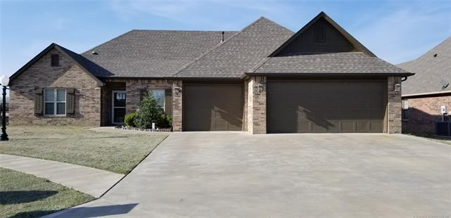 10523 E 142nd Street North, Collinsville, OK 74021 (MLS #1812616) :: Hopper Group at RE/MAX Results
